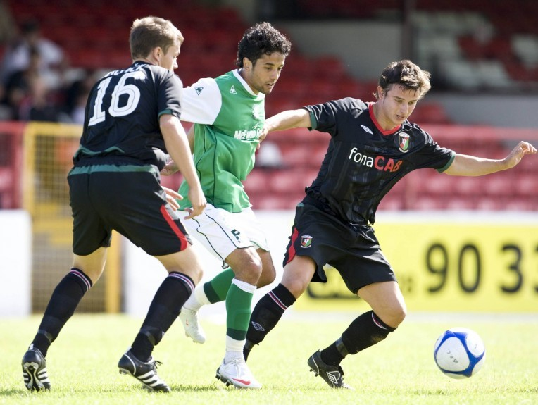 Glentoran took on Hibs in a pre-season friendly in Belfast in 2009.