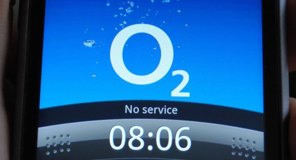 Mobile phone firm O2 is dealing with complaints that its signal is down across the country