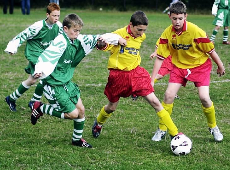 Kincorths Graeme Shinnie on the ball holds off Cults Gavin Esson.