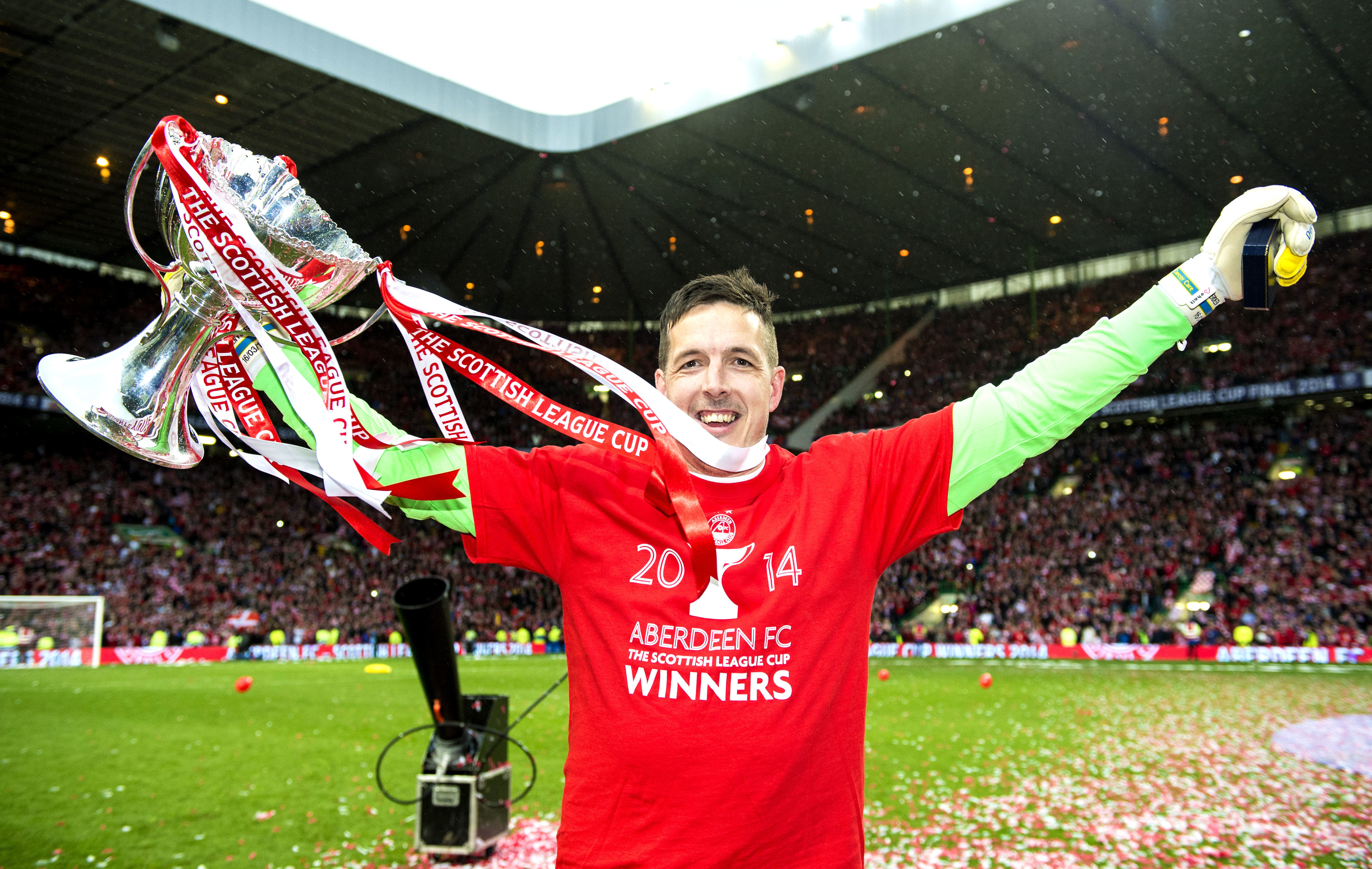 Jamie Langfield with the Scottish League Cup.
