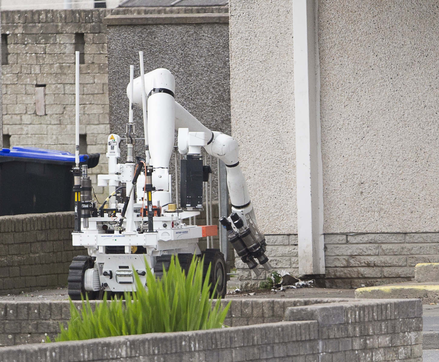 Bomb disposal experts were drafted in after a suspicious package was discovered in Fraserburgh's Buchan Road.