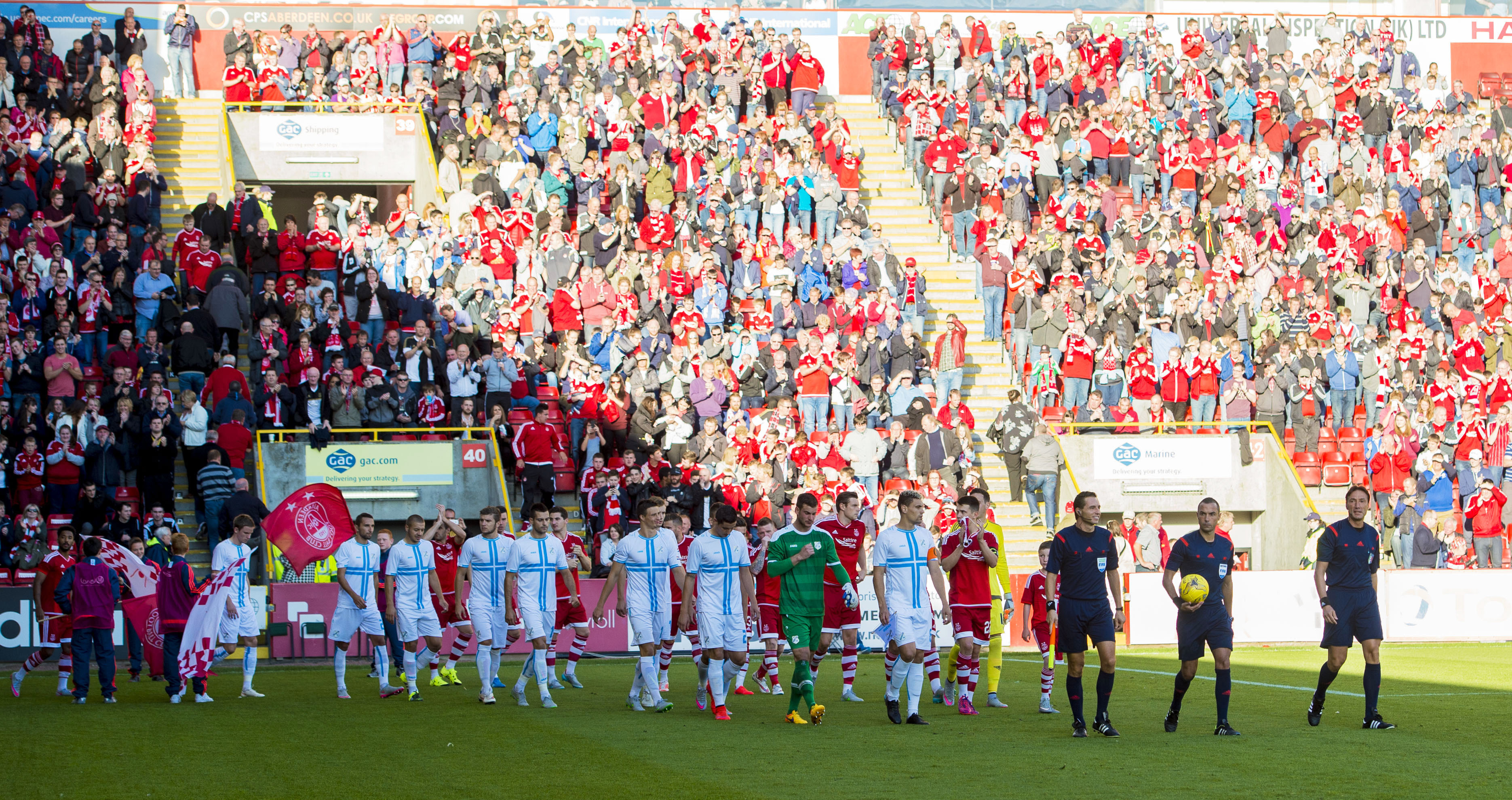 Players head out to the pitch for kick-off.