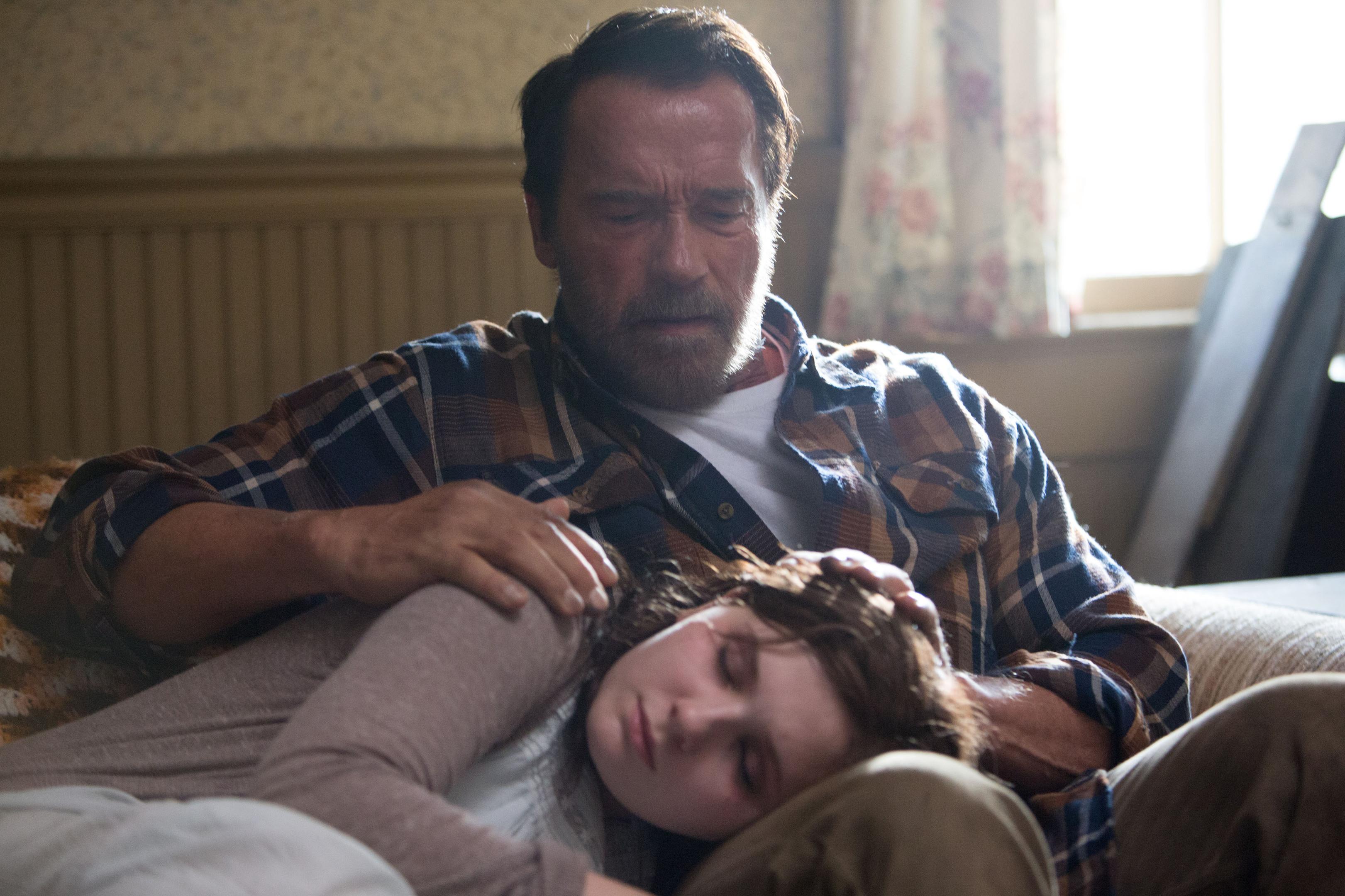 DAD:  Abigail Breslin and Arnold Schwarzenegger.