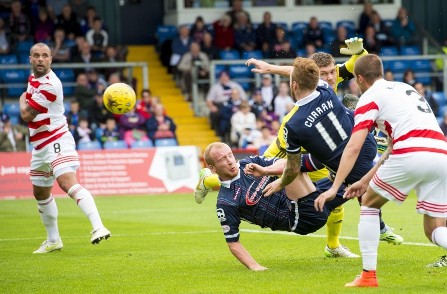 Ross County's Craig Curran (11)  scores the first goal for his side.