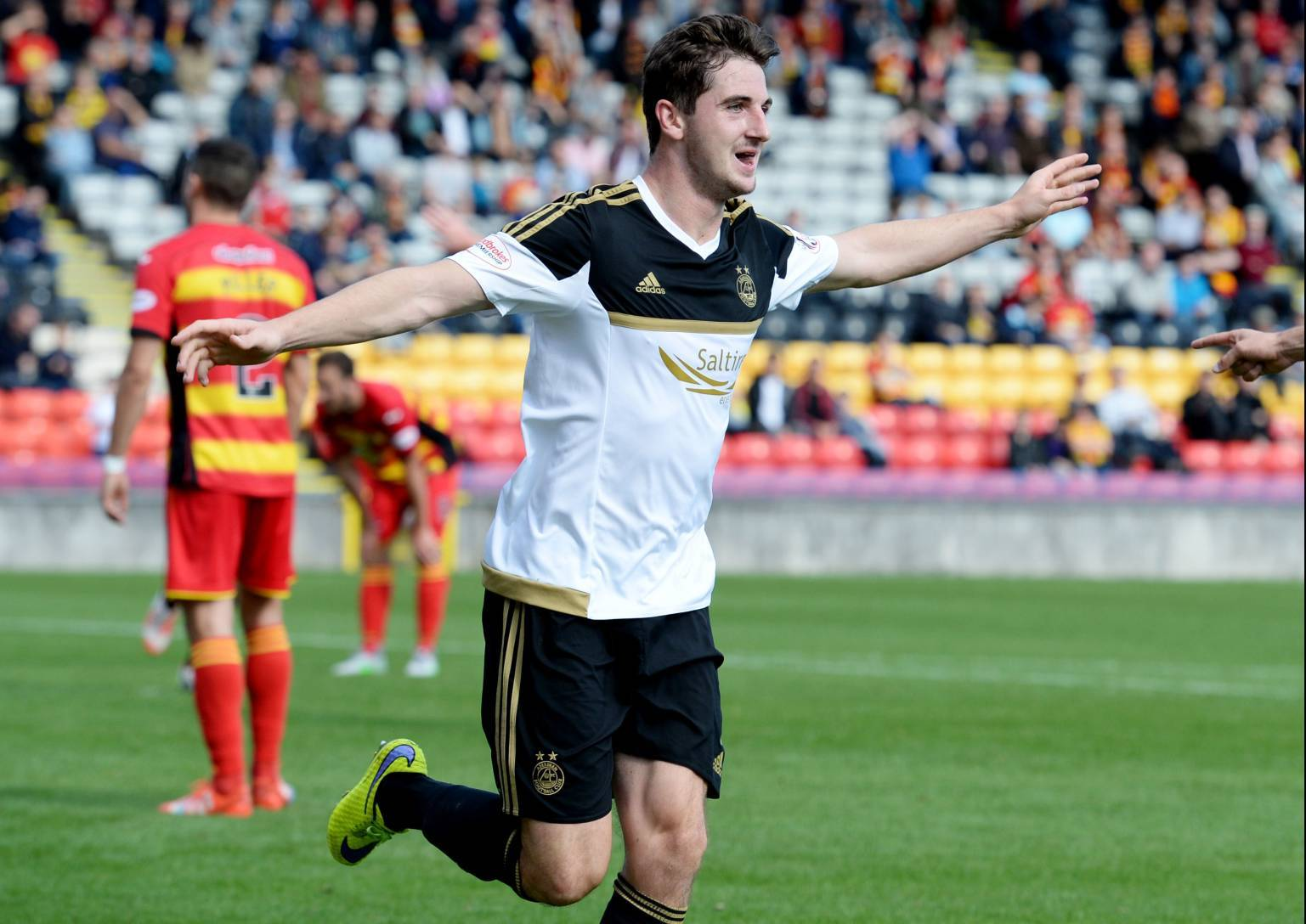 Kenny McLean celebrates after scoring Aberdeen's second goal against Partick Thistle.