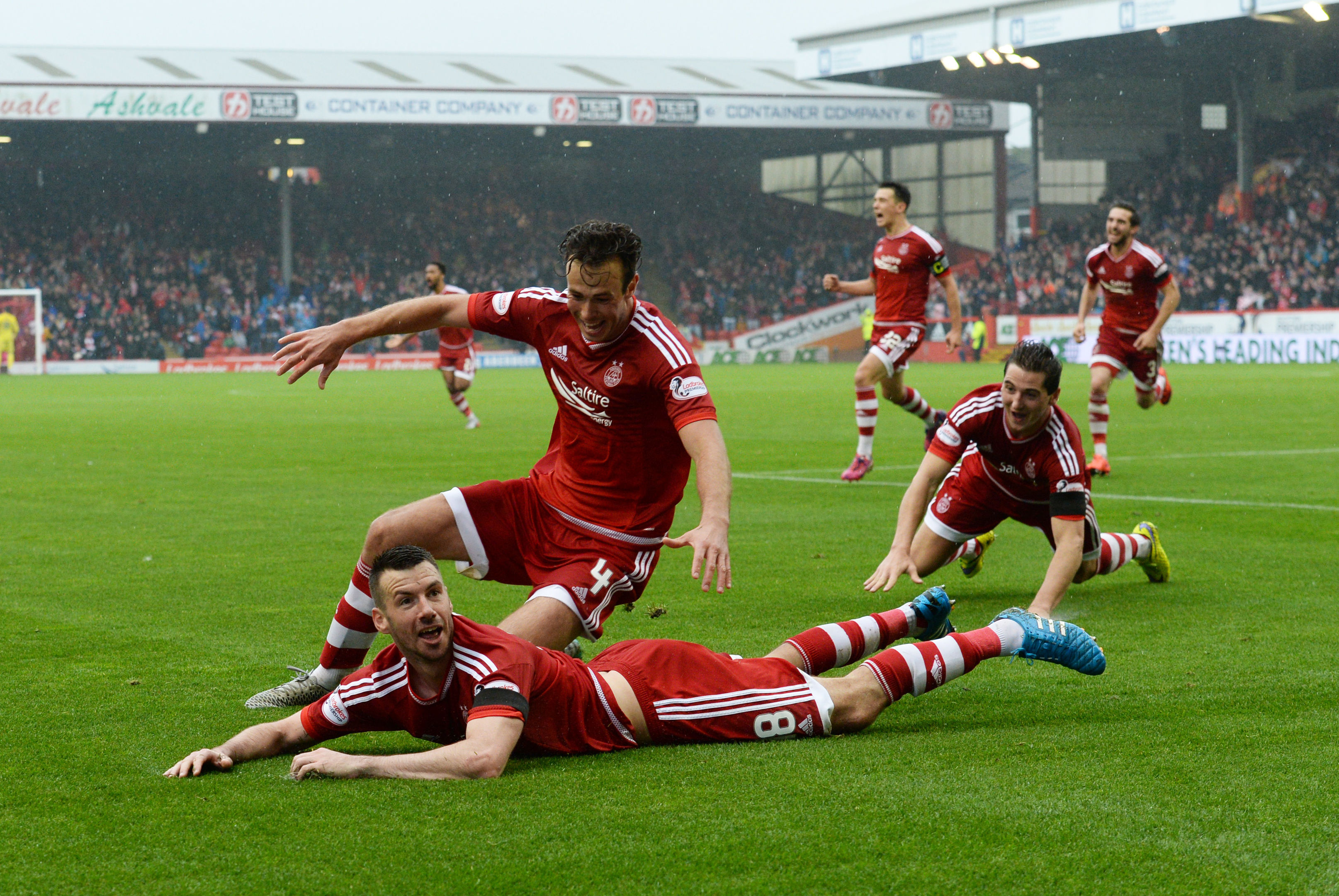 Aberdeen's Paul Quinn (front) celebrates his goal with his team-mates