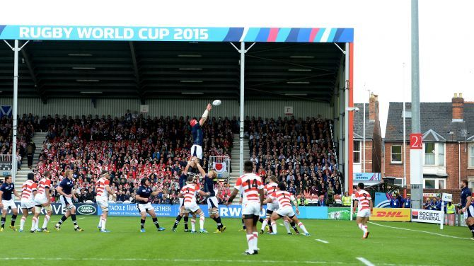 Scotland's Grant Gilchrist receives the line-out.