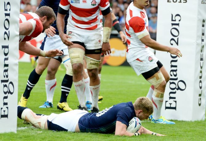 Finn Russell scores a try for Scotland.