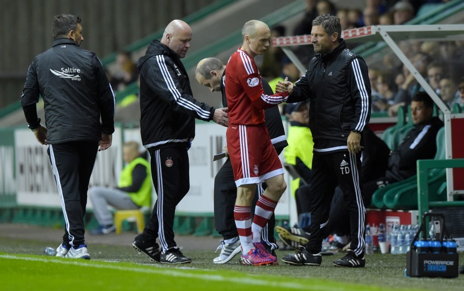 Aberdeen's Willo Flood (2nd from right) shakes hands with Tony Docherty as he goes off with an injury