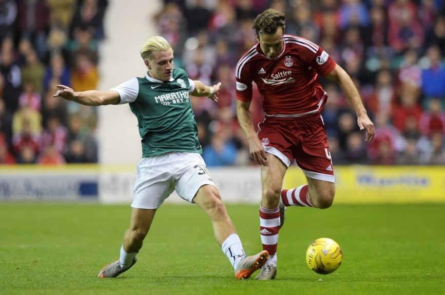 Hibernian's Jason Cummings (left) challenges Andrew Considine