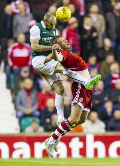 Hibernian's David Gray (left) battles with Adam Rooney