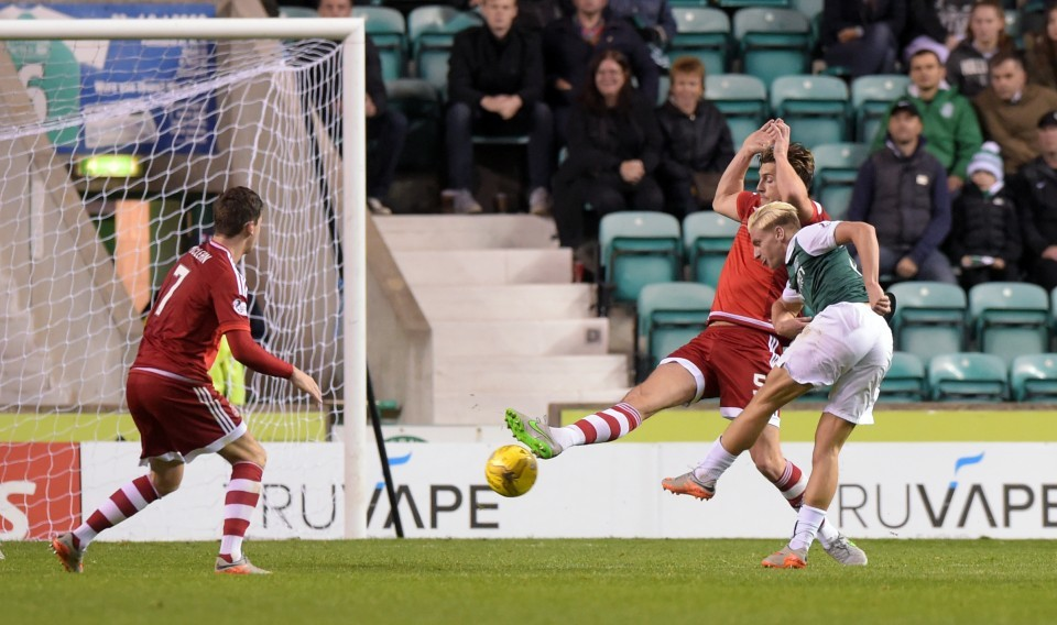 Hibernian's Jason Cummings (right) scores his side's opening goal of the game