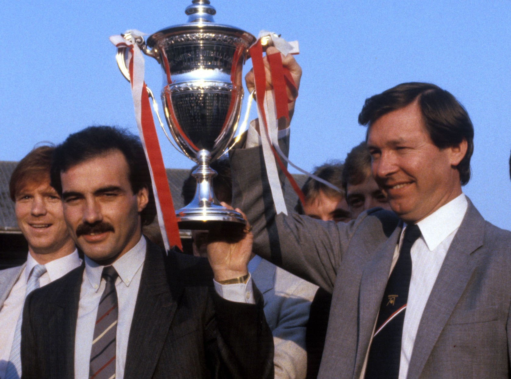Former Dons skipper Willie Miller, left, and manager Alex Ferguson with the league trophy in 1985. Frank McDougall says Derek McInnes must instill the Fergie mentality in his players.