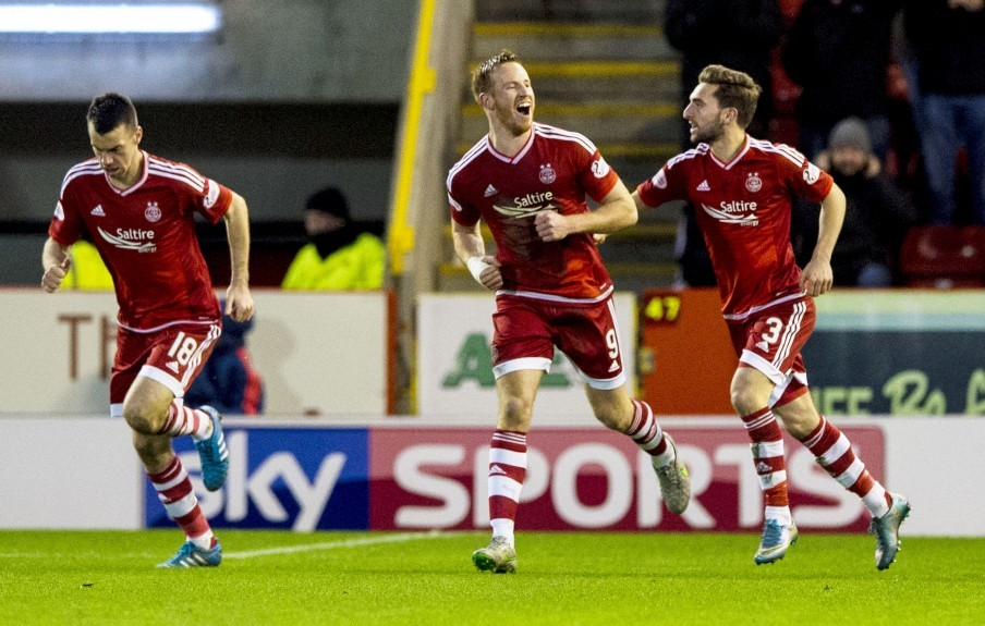 Aberdeen's Adam Rooney (centre) celebrates his goal