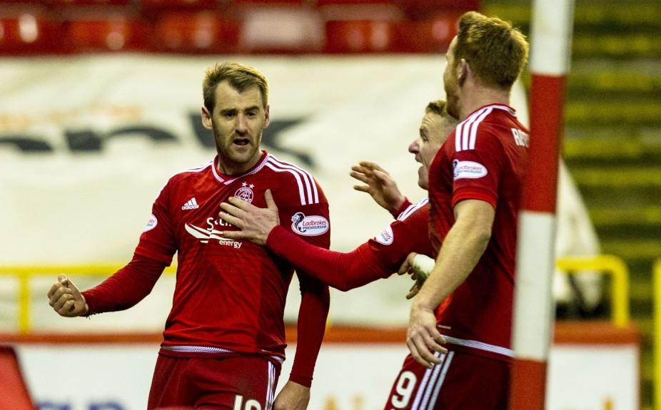 Aberdeen's Niall McGinn (left) celebrates his goal