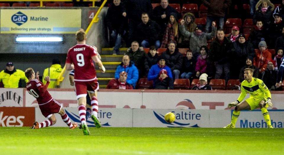 Aberdeen's Niall McGinn (left) scores his side's third goal