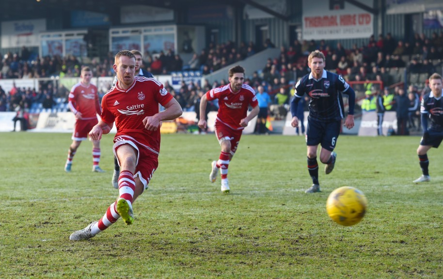 Aberdeen's Adam Rooney makes it 1-1.