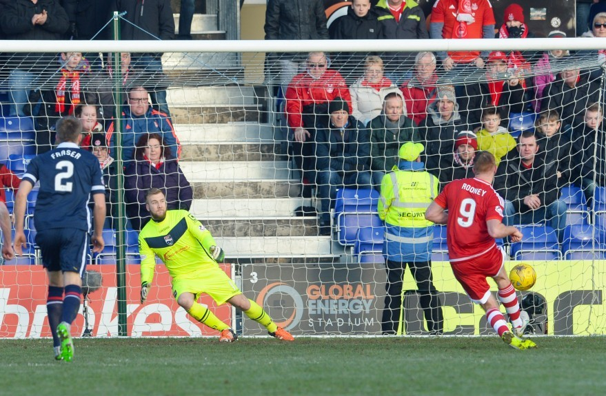 Aberdeen's Adam Rooney (right) makes it 1-1