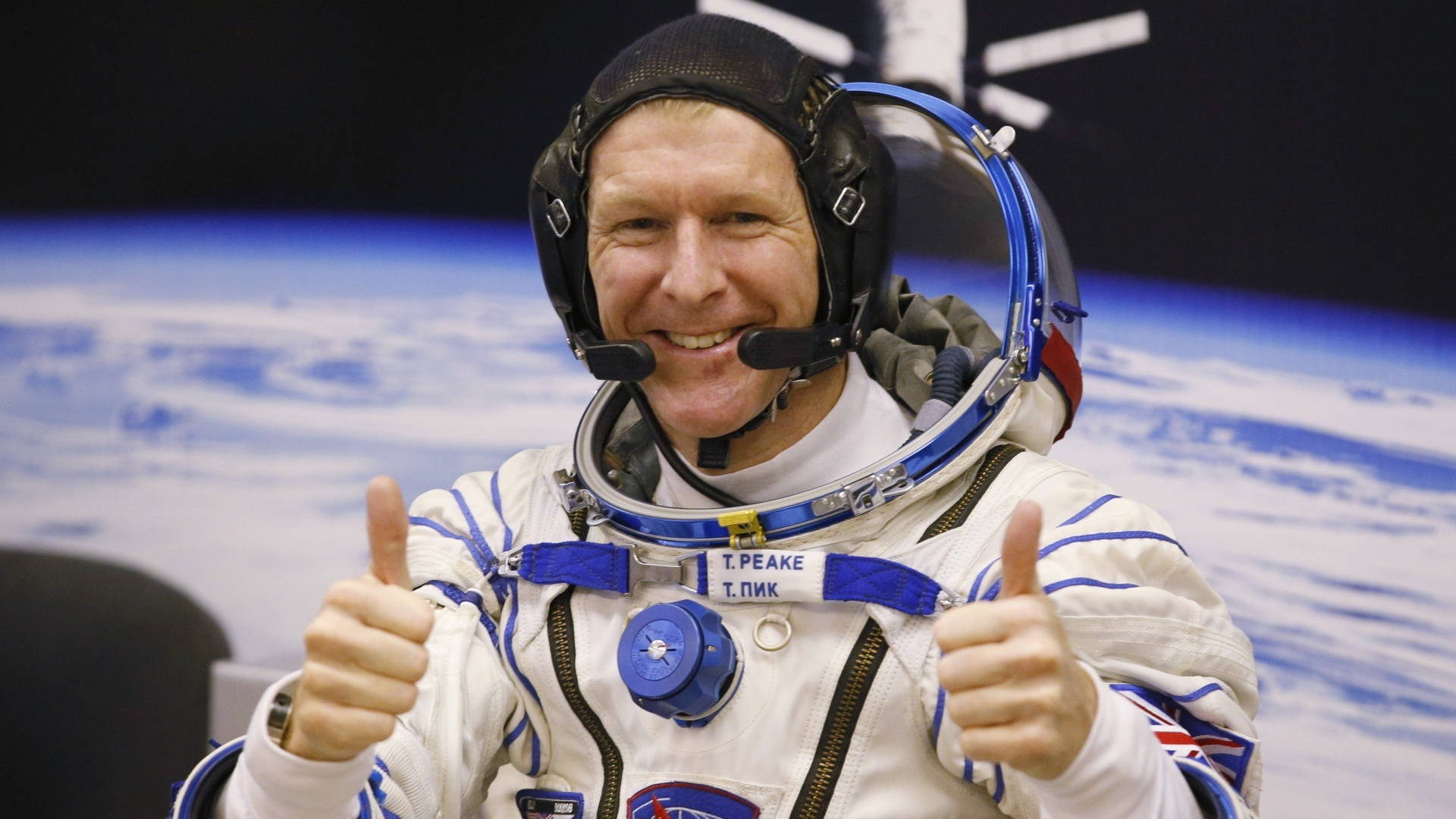 British astronaut Tim Peake gives a thumbs up