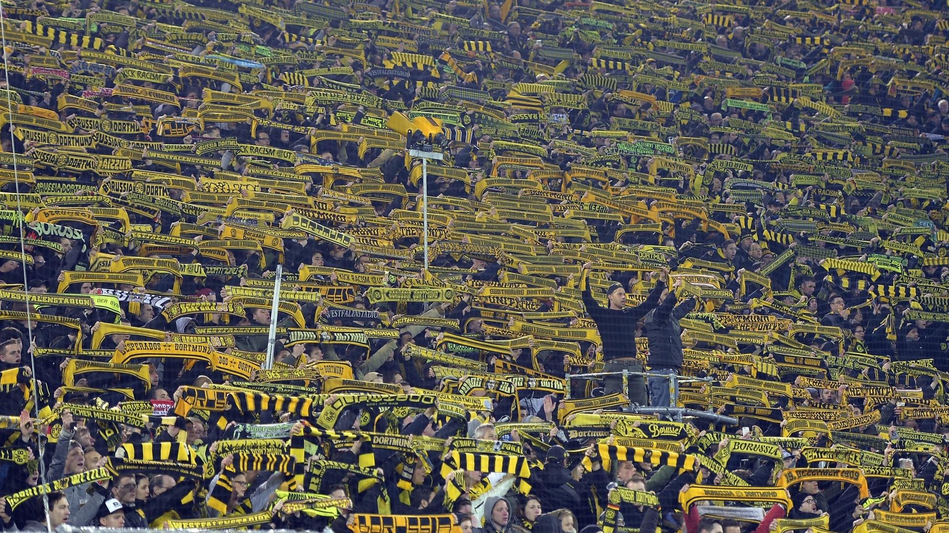 Borussia Dortmund fans sing You'll Never Walk Alone
