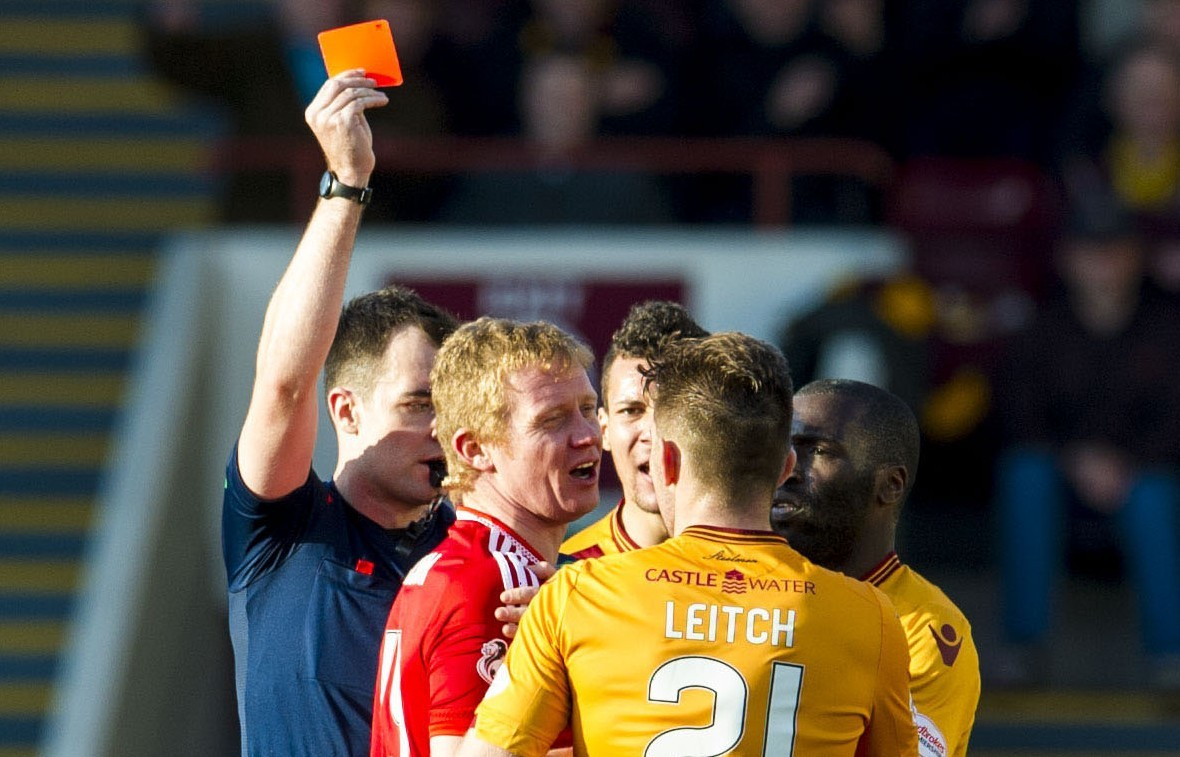 Aberdeen's Barry Robson (2nd from left) receives a red card