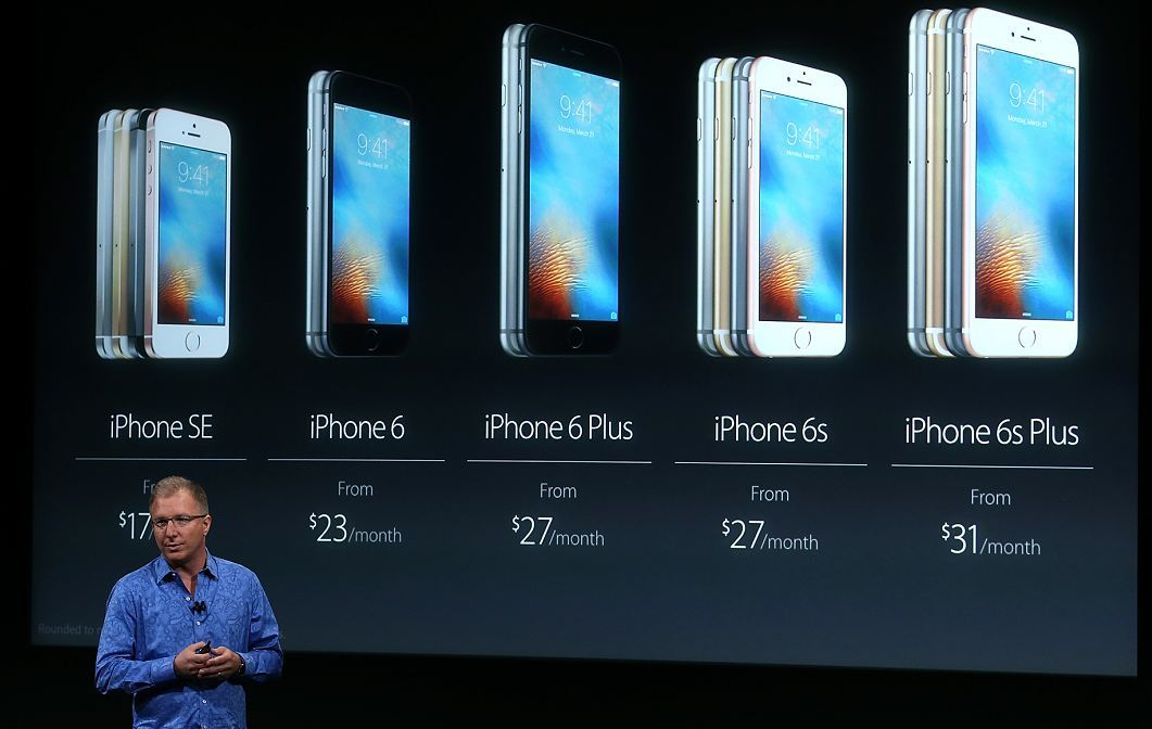 Apple has announced smaller versions of the iPhone and iPad Pro.