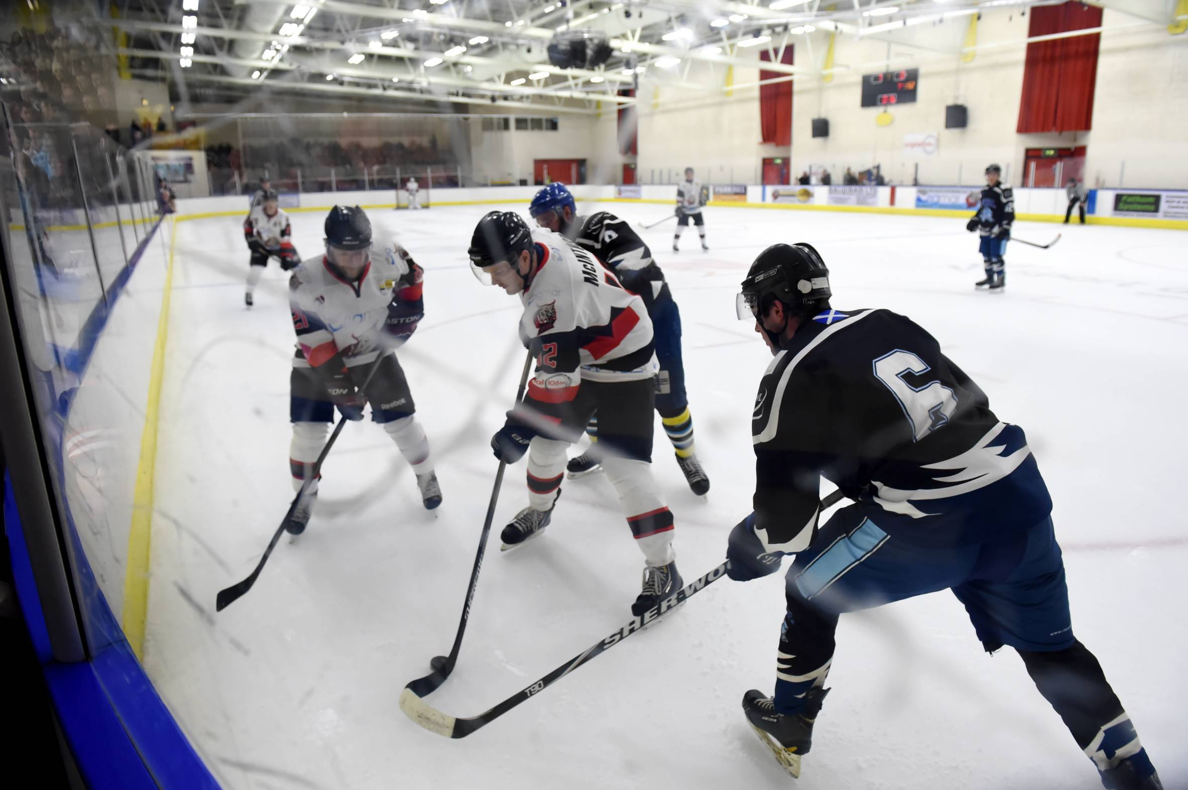 Aberdeen Lynx in action against Solway Sharks.