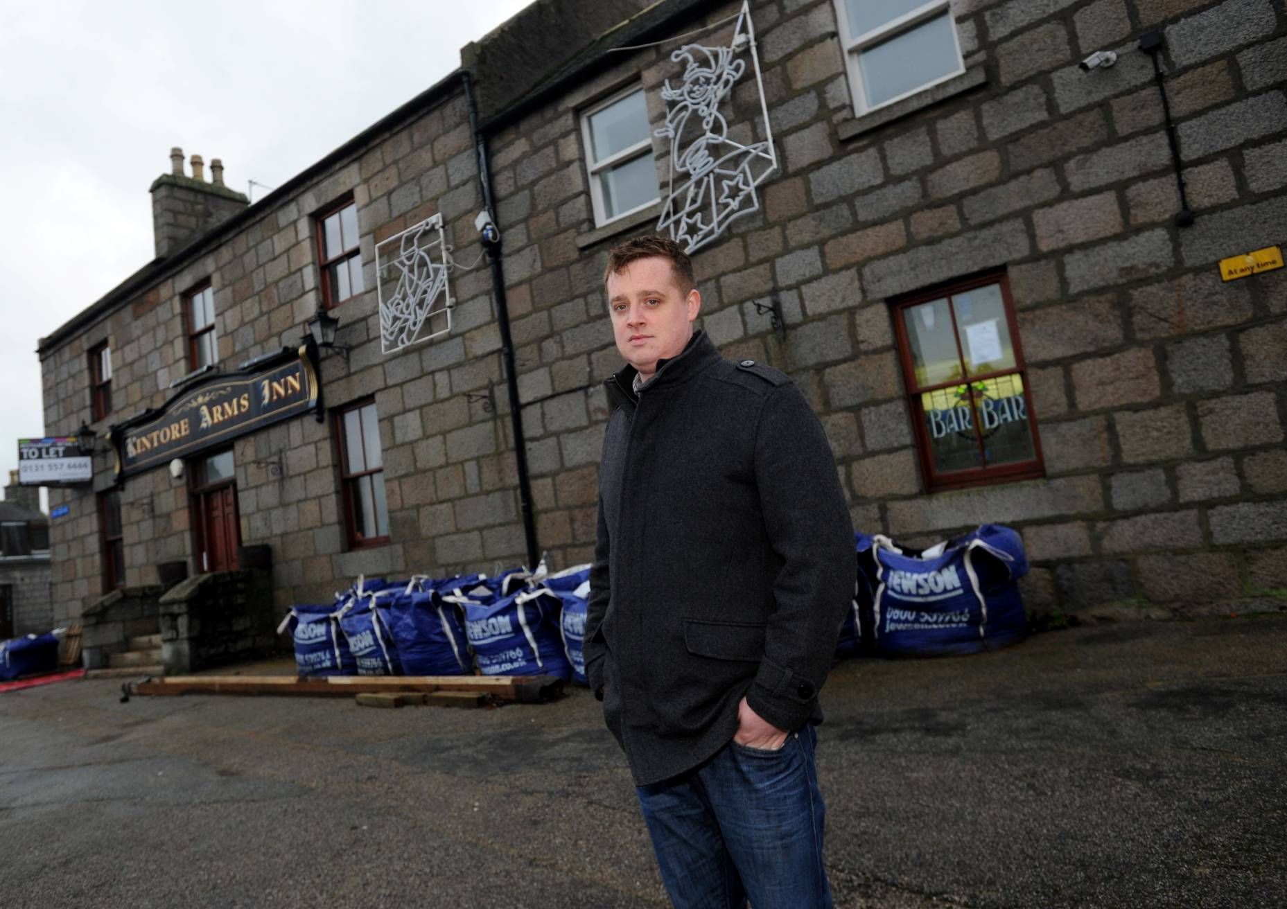 Steve MacDonald is to reopen the Kintore Bar, calling it the Square Bar and Lounge.