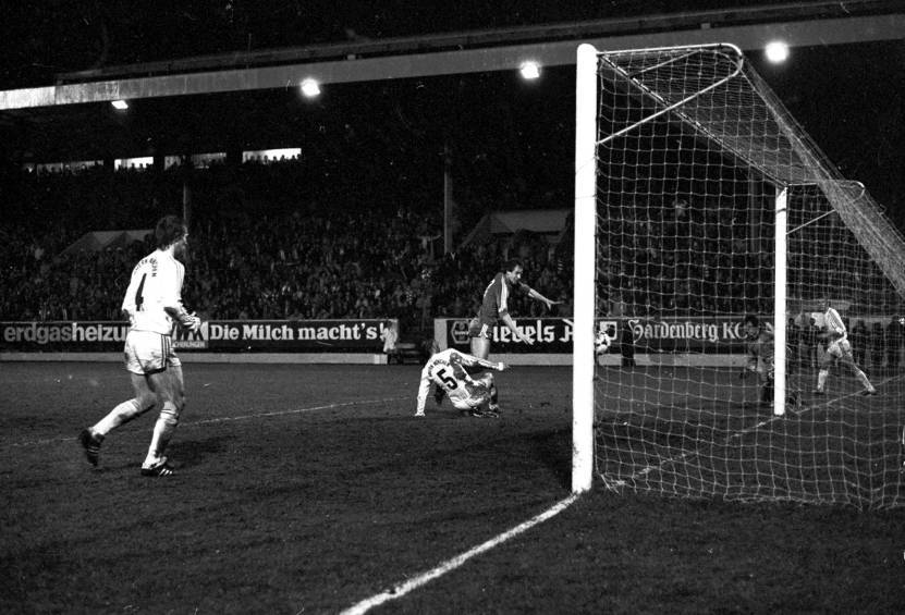 Neil Simpson scores the equaliser at the Beach End at Pittodrie against Bayern Munich in 1983.