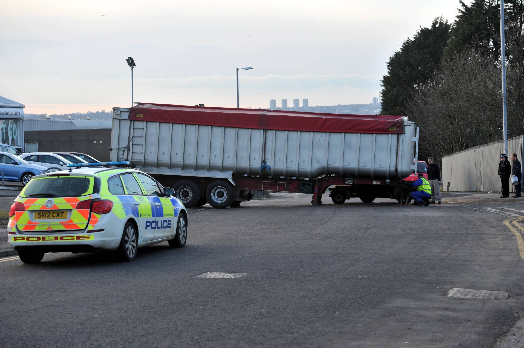 The back of a lorry has come off in the middle of Craigshaw Drive, Aberdeen. 10/3/16 Picture by HEATHER FOWLIE