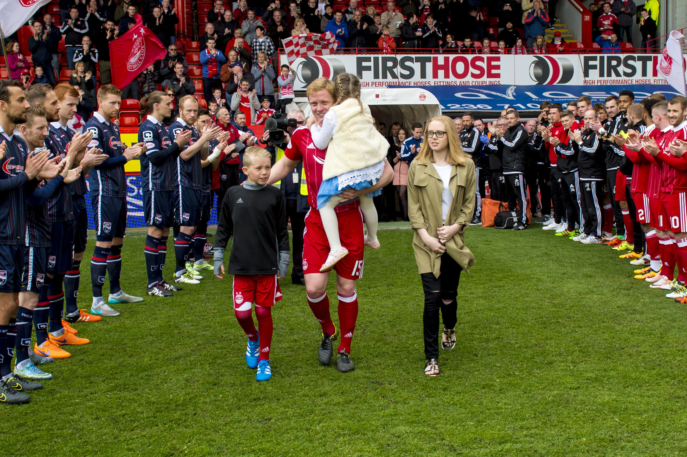 Aberdeen and Ross County players give a guard of honour for Aberdeen captain Barry Robson.