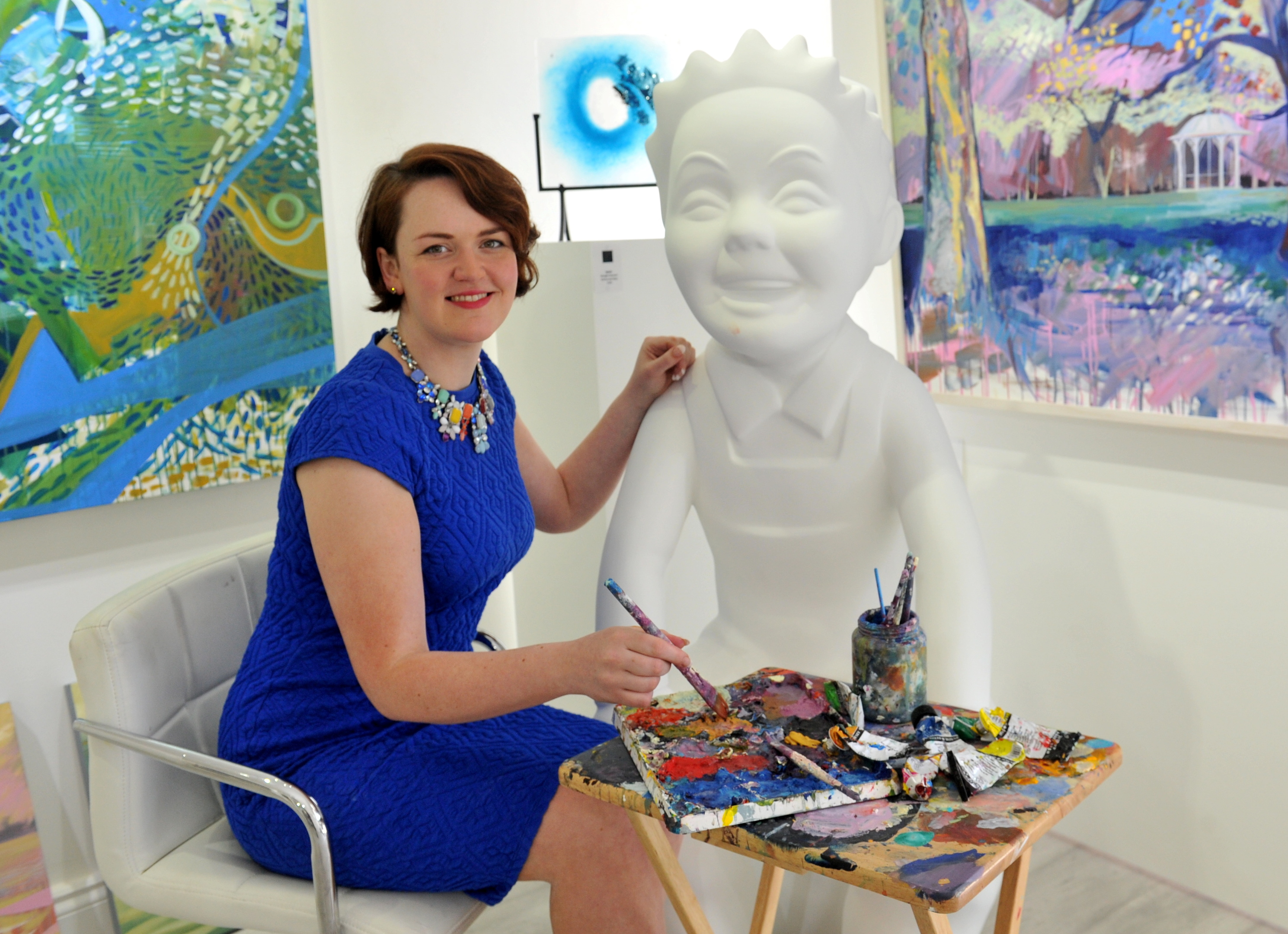 Artist Shelagh Swanson will decorate Oor Wullie with images of Scotland's historic buildings for the Dundee art project.