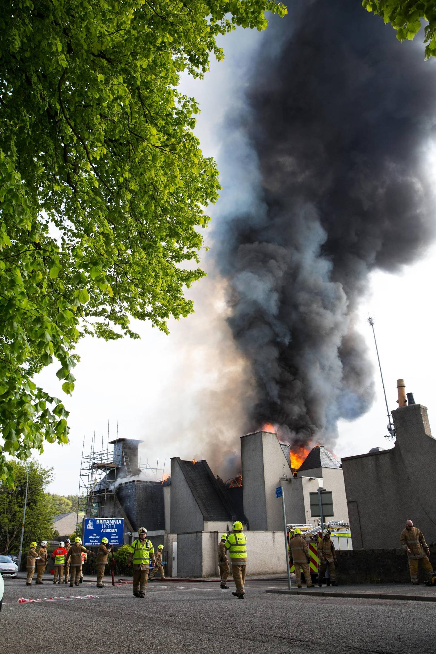 Thursday 9th June 2015, Aberdeen Scotland. More than 50 firefighters are battling a serious blaze at an Aberdeen hotel. Pictured: The fire which started inside the Britannia Hotel in Bucksburn. (Photo: Ross Johnston/Newsline Media)