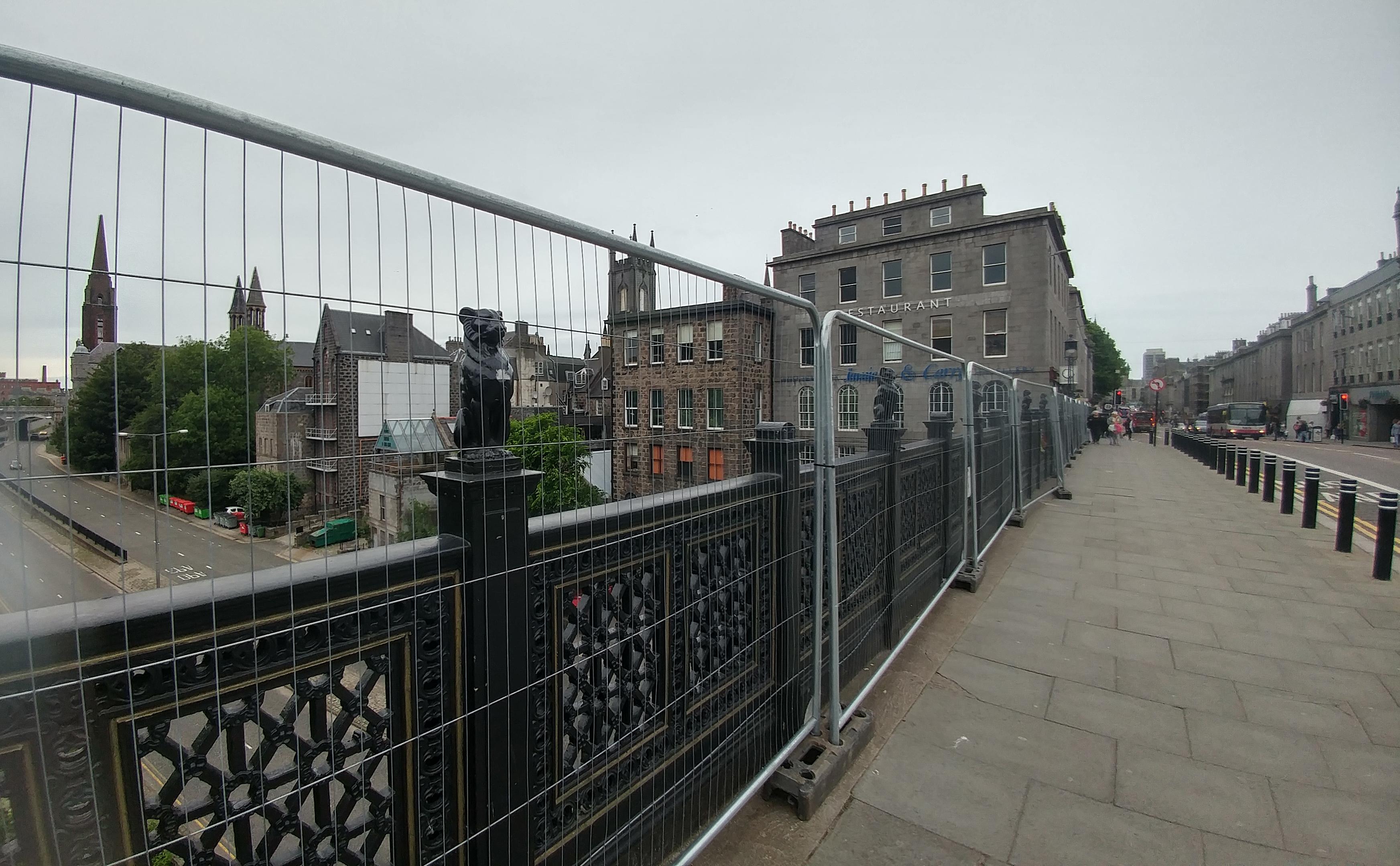 Temporary fencing on Union Bridge.