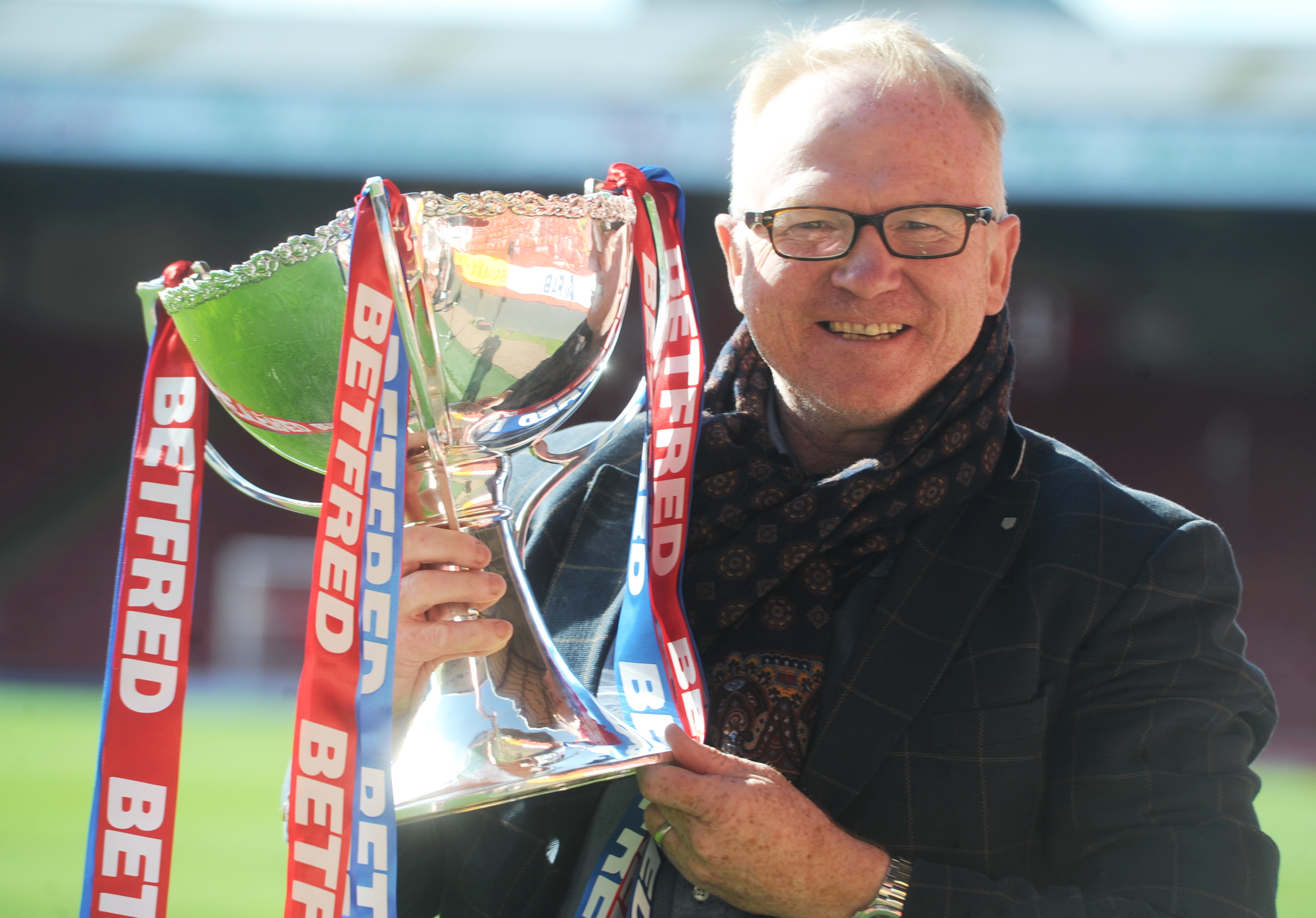 Alex McLeish with the Scottish League Cup on a recent visit to Pittodrie.