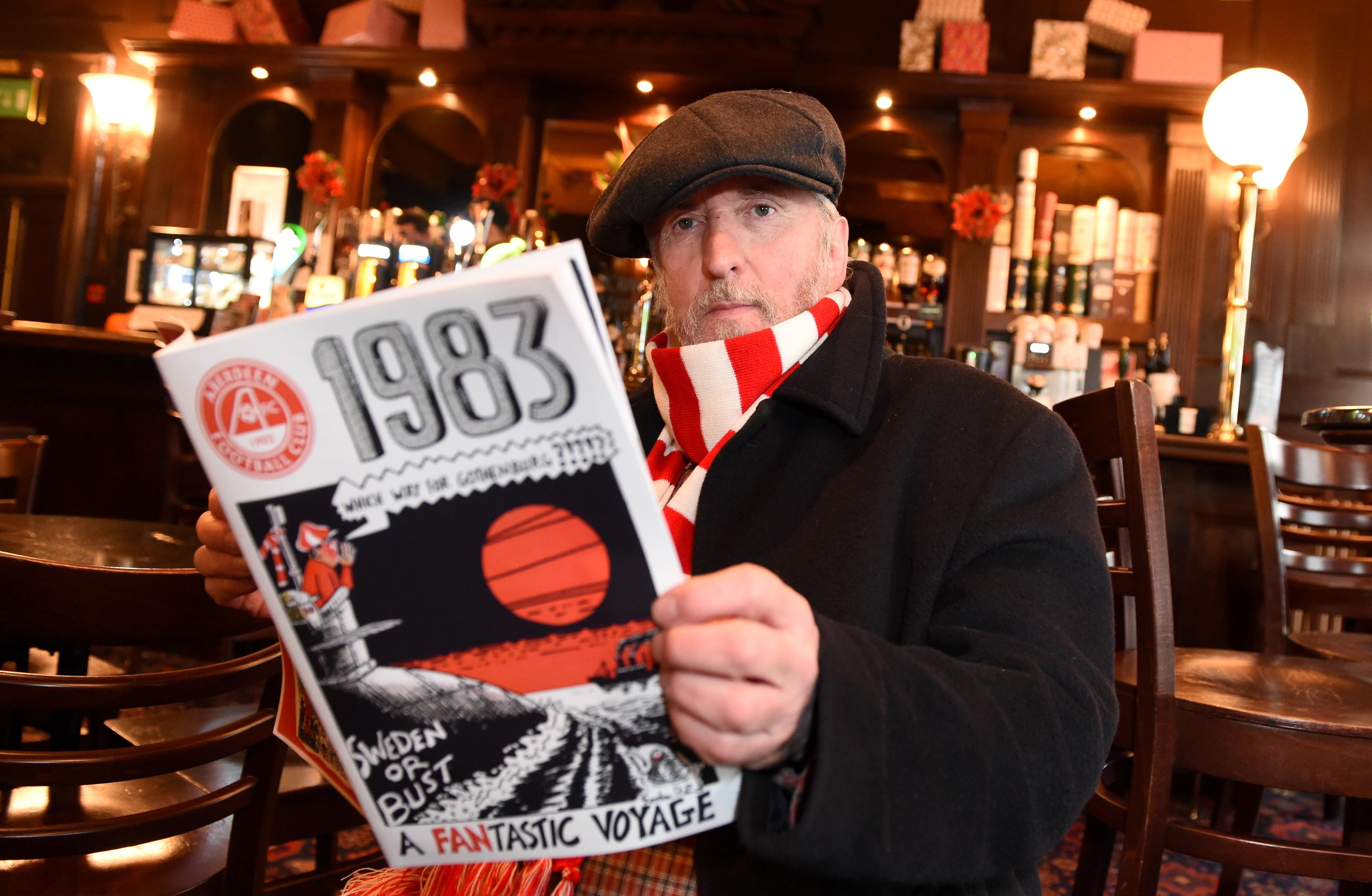 Red Final artist Gordon Reid with the edition which detailed Aberdeen's winning season in Europe.