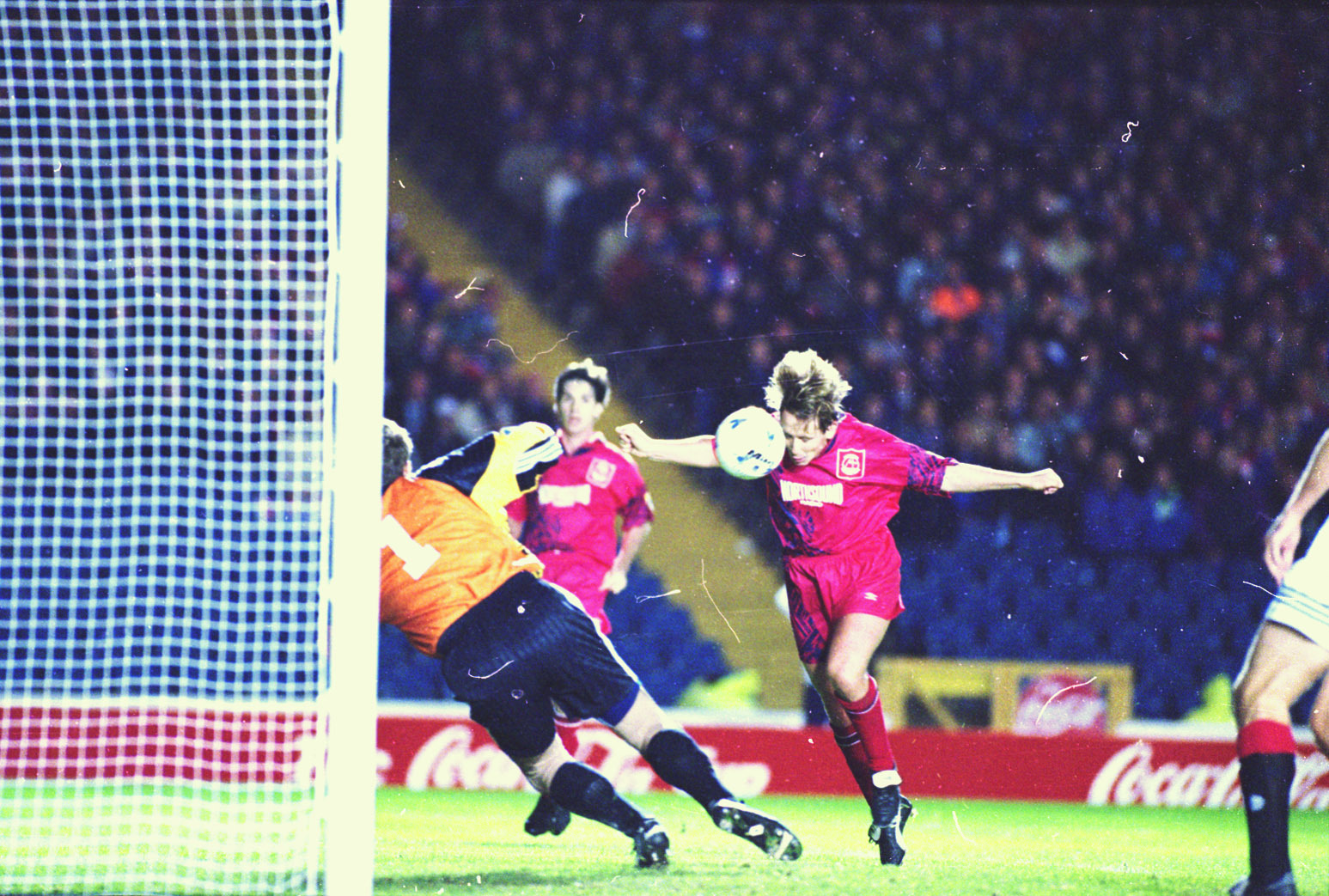 Billy Dodds scores for the Dons against Rangers.