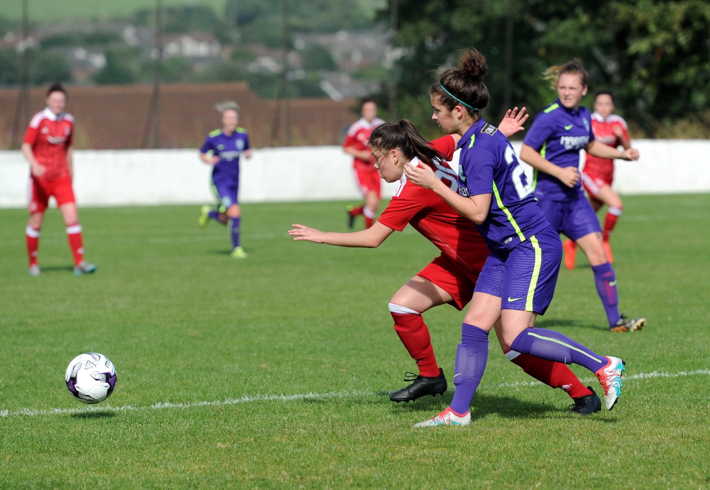 Aberdeen's Megan Reid (left) and Hibernian's Emma Brownlie.