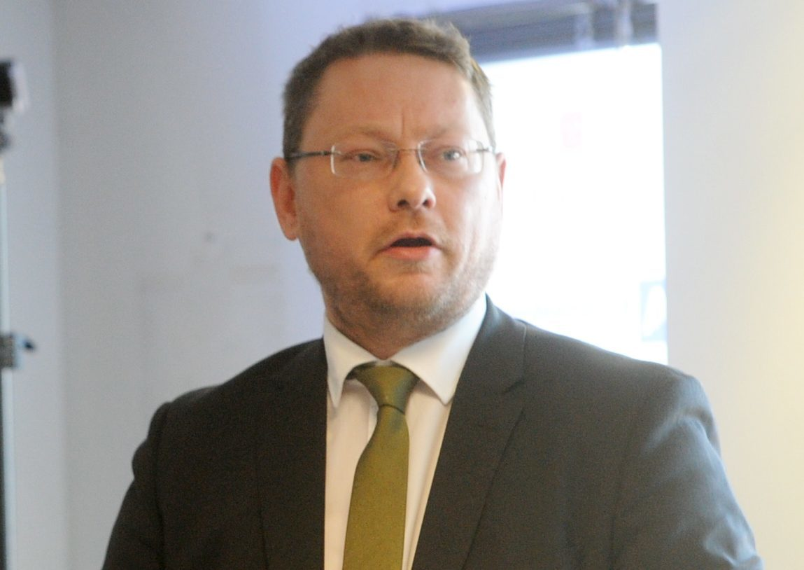Richard Thomson MP has urged ministers to close gaps in the government's furlough scheme.