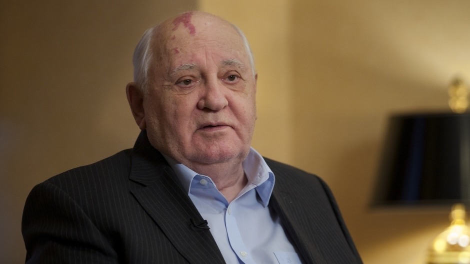 Mikhail Gorbachev was gifted a cake when he was honoured with the Freedom of the City