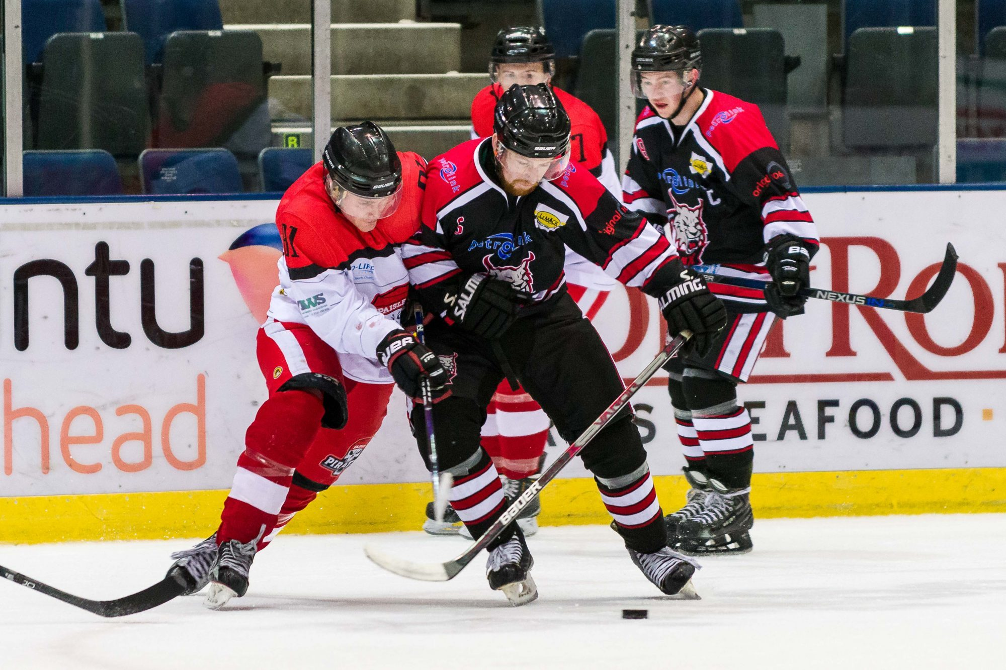 Craig Findlay of Aberdeen Lynx challenges for the puck against the Pirates.   (Picture by Al Goold)