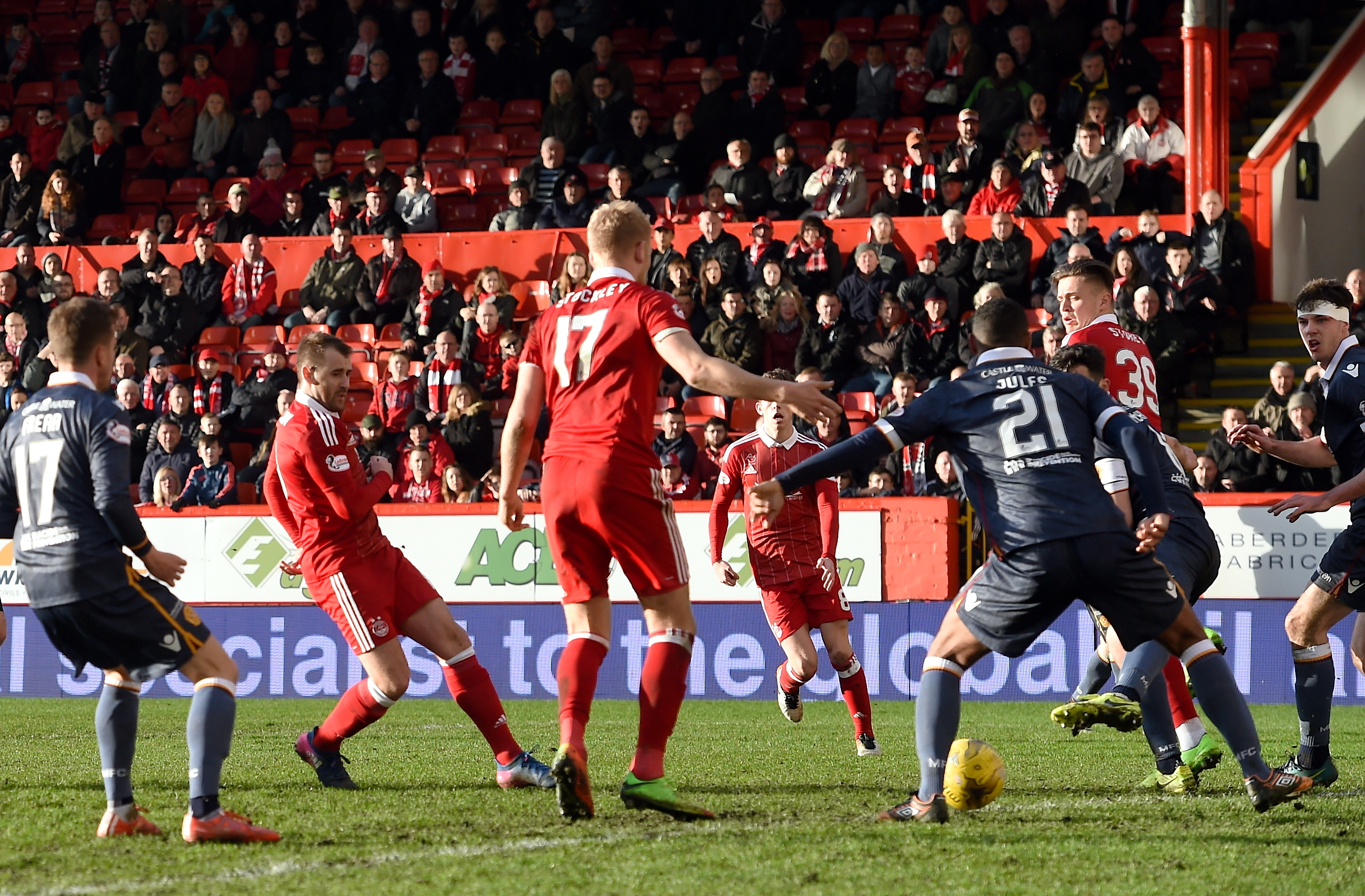 VITAL GOAL:  Niall McGinn, left,  was on target against  Motherwell at Pittodrie.  picture by darrell benns