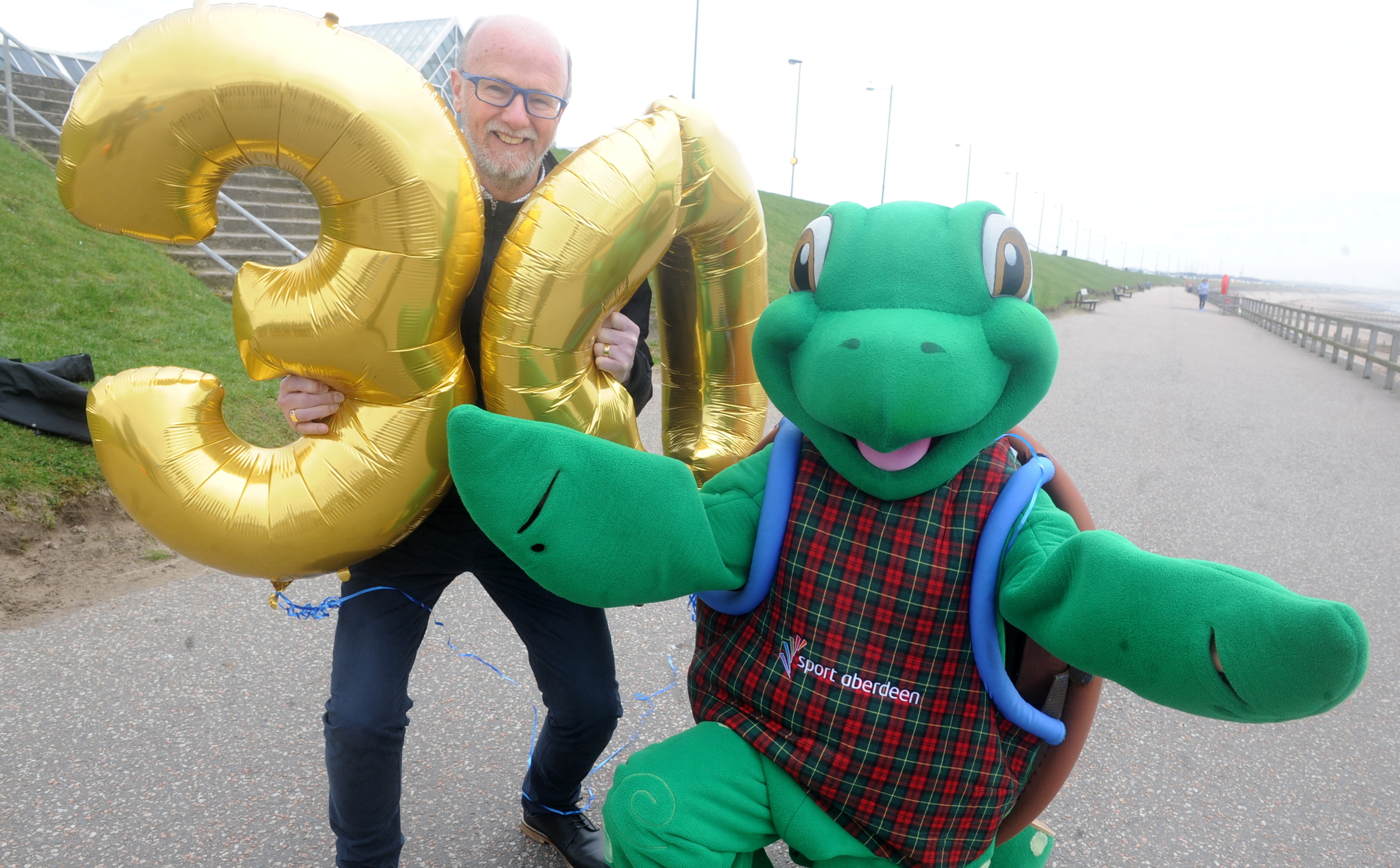 Fraser Clyne,  winner of the first ever Baker Hughes, with mascot McMyrtle the Turtle at Aberdeen Beach.