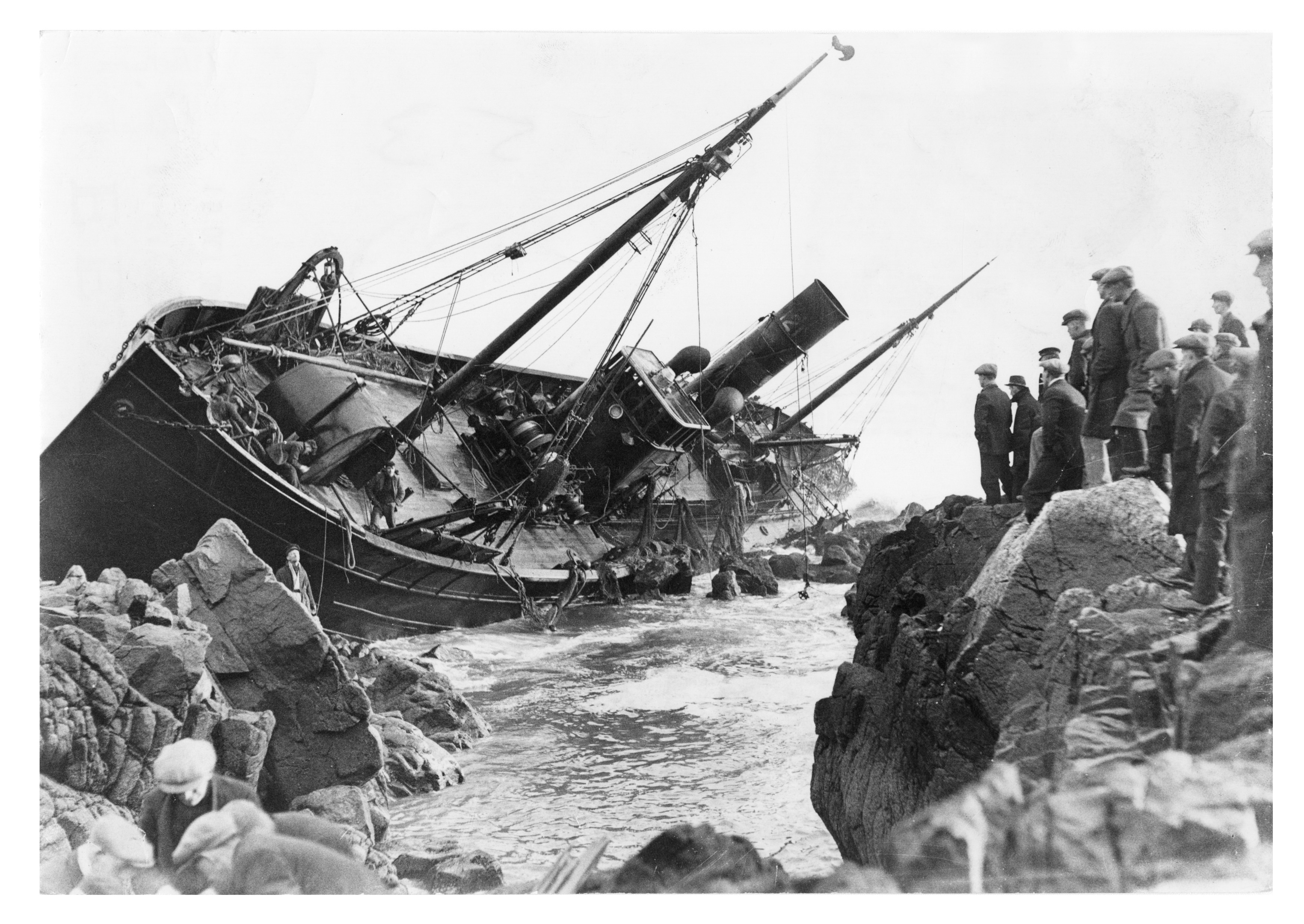 The Ben Screel, which ran aground on the rocks at Girdleness in the early 1930s.