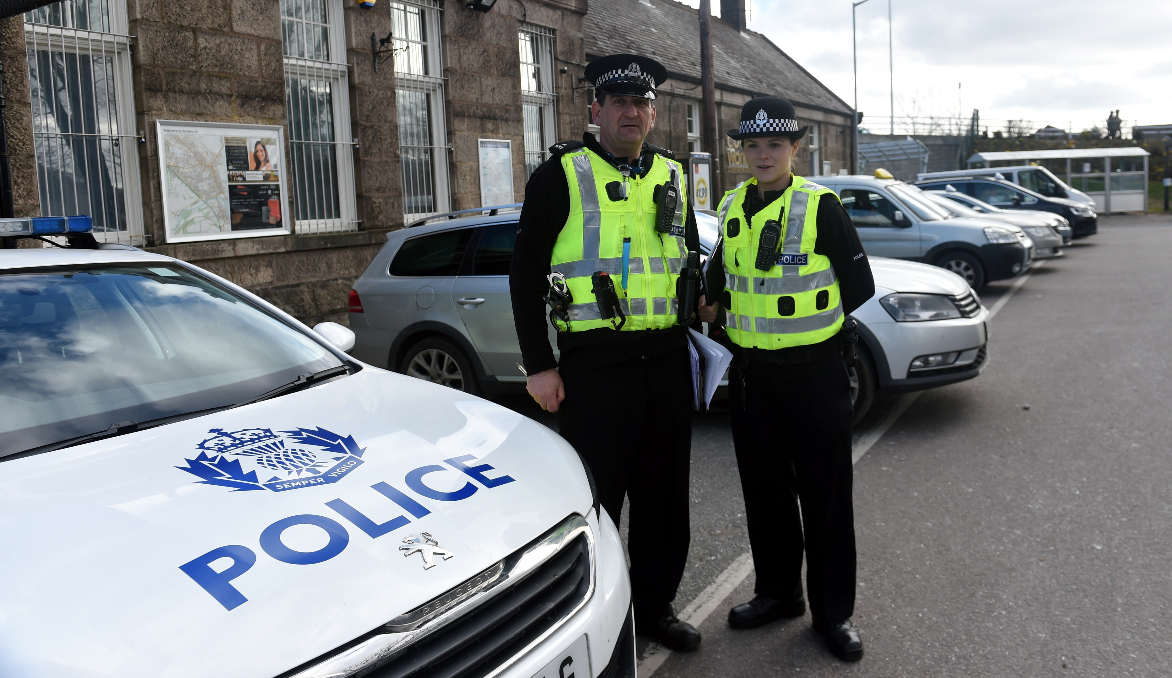 inspection: Pc Kevin Fyfe and Pc Kim Emslie.  pictures by heather fowlie