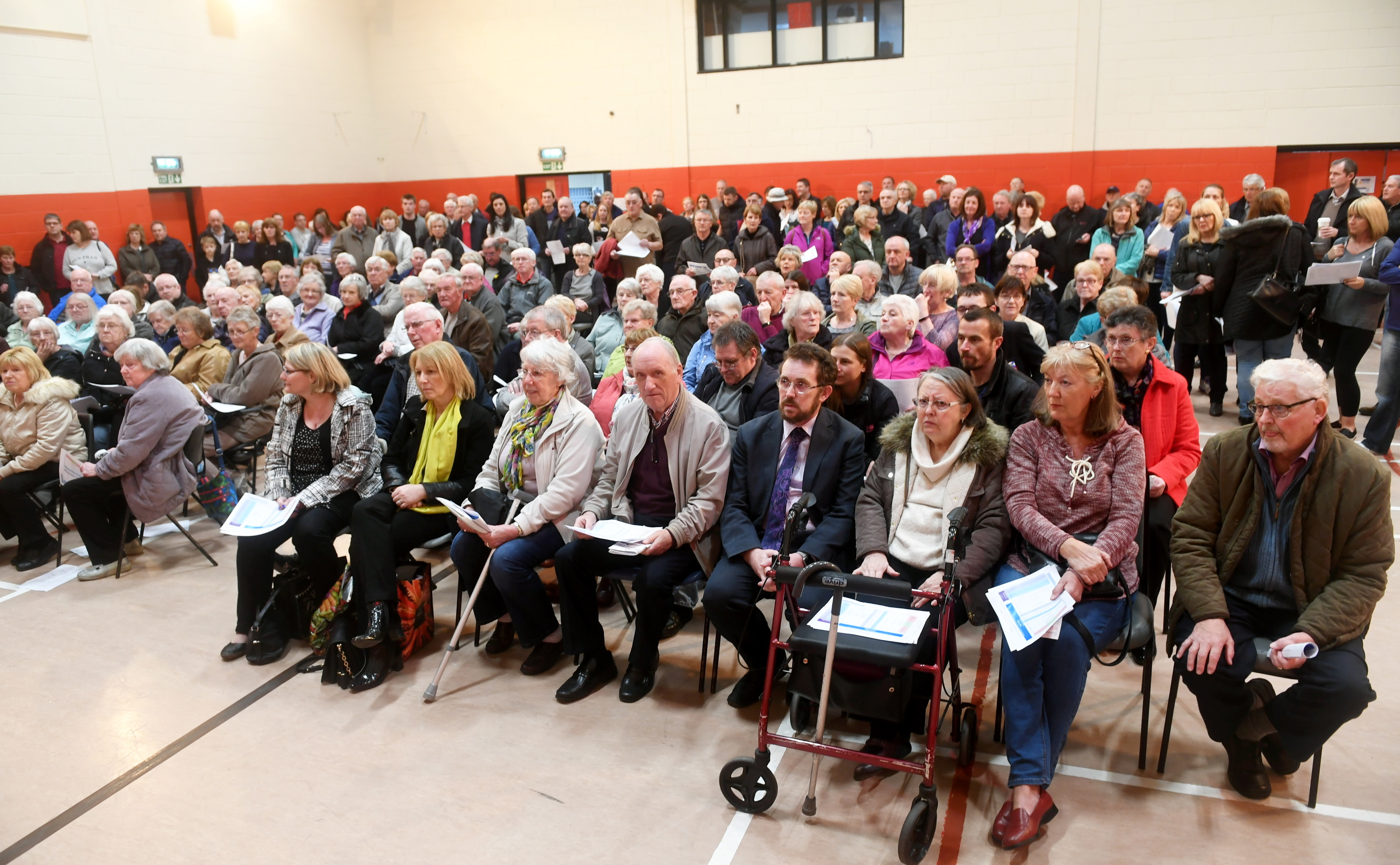 Hundreds of people attended a meeting about the axing of the X40.