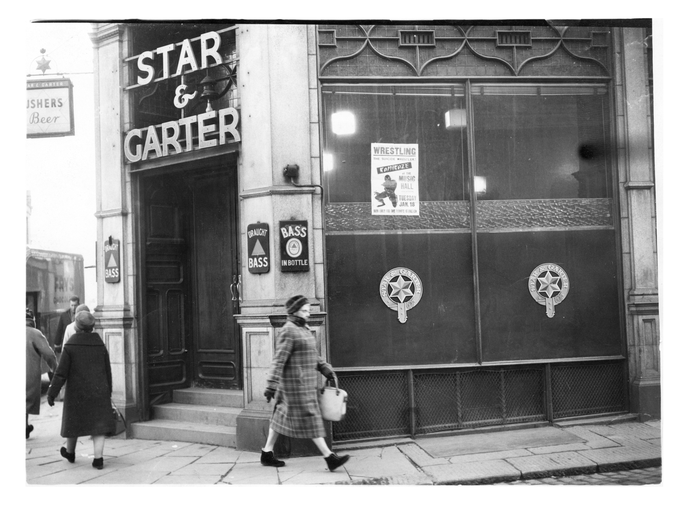 The Star and Garter public house in Langstane Place, Aberdeen, in 1966.