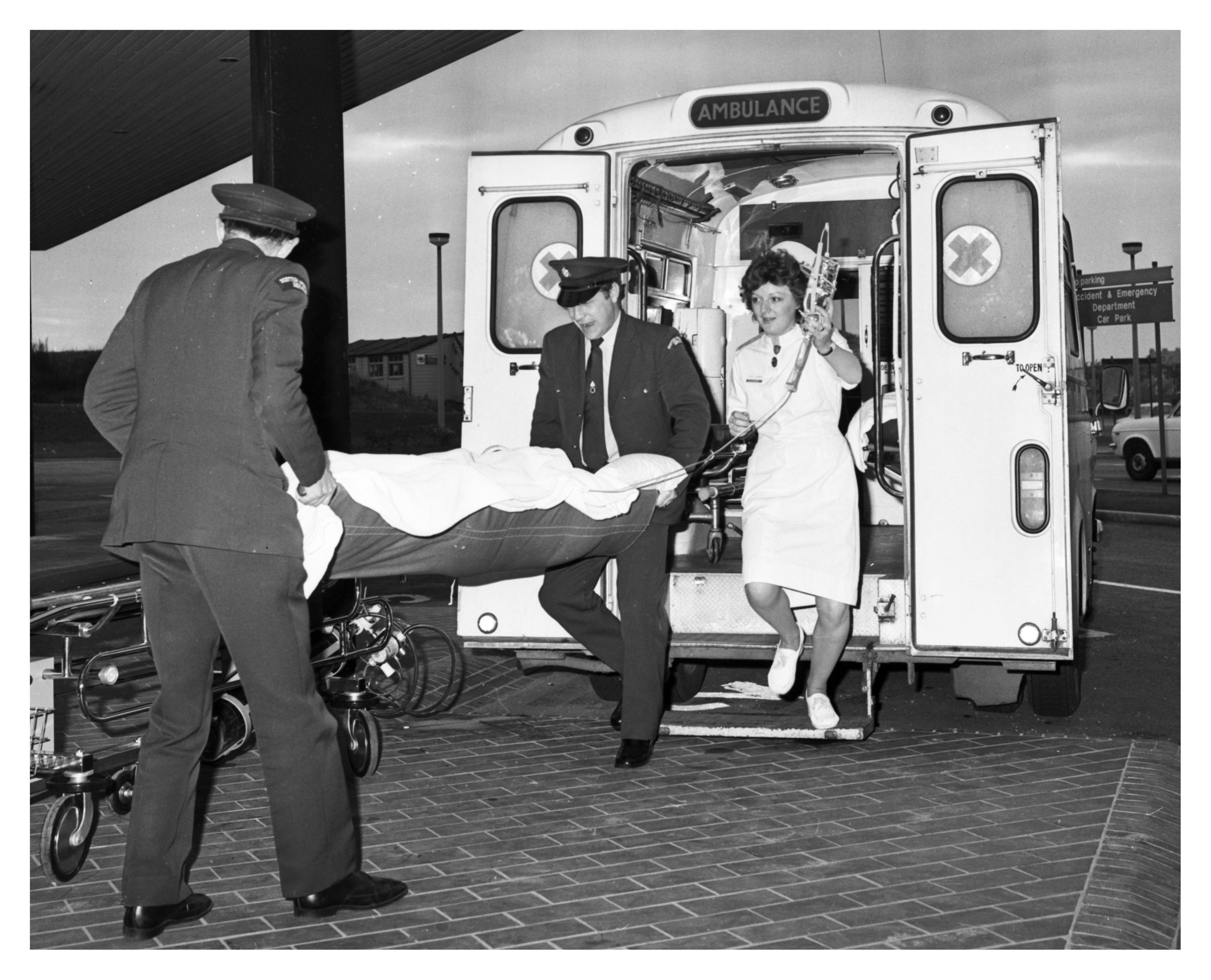 The last patient to be transferred from Woolmanhill arrives at Foresterhill casualty unit.