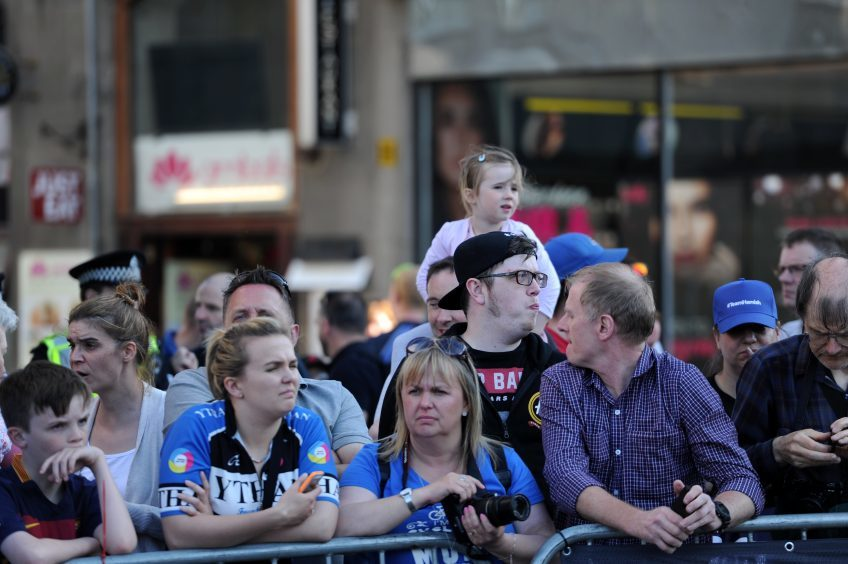 Tour Series Cycling Round 8 Aberdeen Elite Race Pictured are fans watching Picture by DARRELL BENNS     Pictured on 25/05/2017