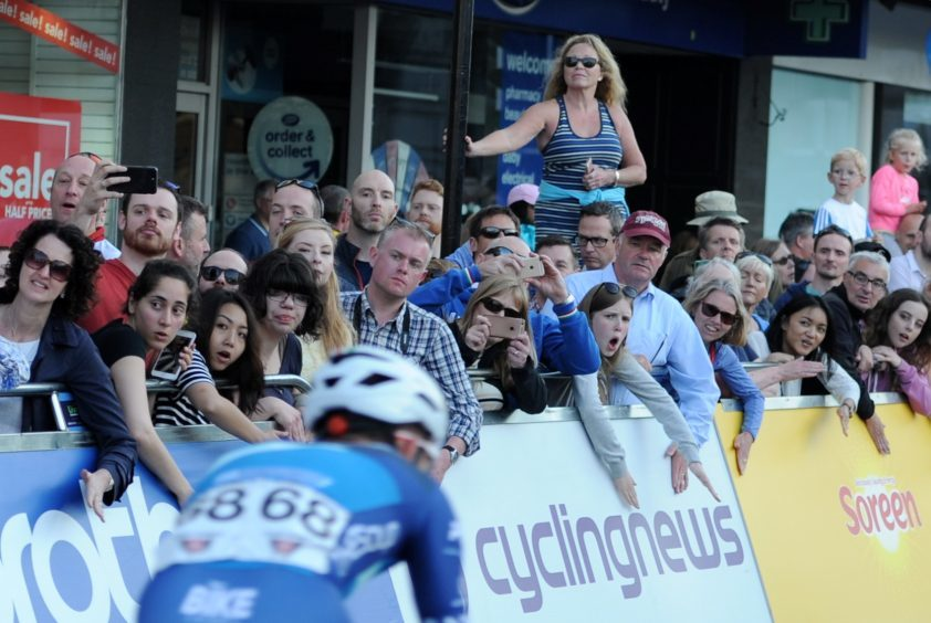 Tour Series Cycling Round 8 Aberdeen Elite Race Pictured are the crowd as a cyclist goes past. Picture by DARRELL BENNS     Pictured on 25/05/2017
